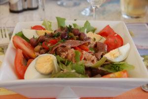 Photo of a nicoise salad